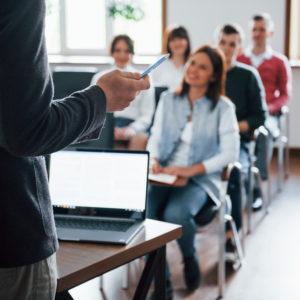 Grupo de alumnos en un aula